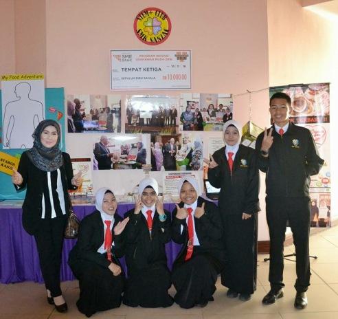 """Pameran STEM yang bertemakan inovasi """"Chantek Sira Soap"""" yang berjaya mendapat tempat ketiga dalam Program Inovasi Usahawan Muda 2016 Peringkat Kebangsaan anjuran SME Bank Disember 2016."""